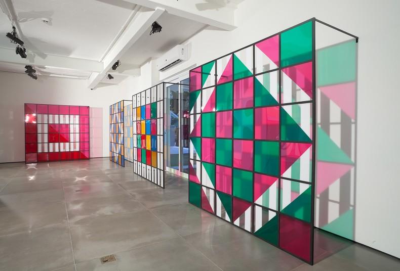 daniel buren, cores, luz, projeção, sombras, transparência: obras in situ e situadas, 2015
