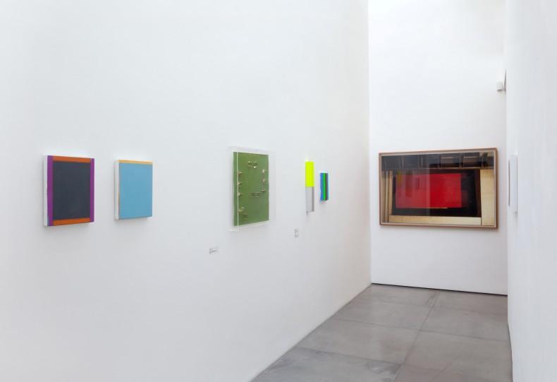vista da exposição galeria nara roesler rio de janeiro, 2017