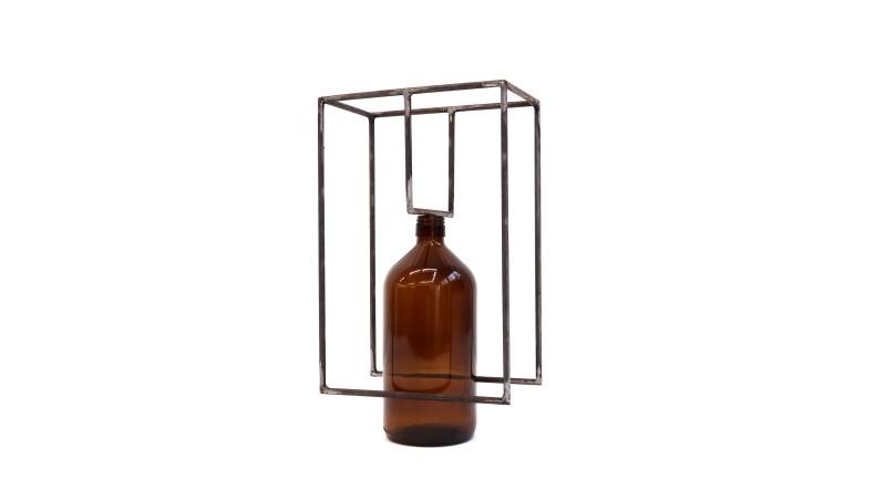 Raul Mourão Farmácia, 2019 aço 1020 com resina sintética e garrafa de vidro 35 x 20 x 12 cm