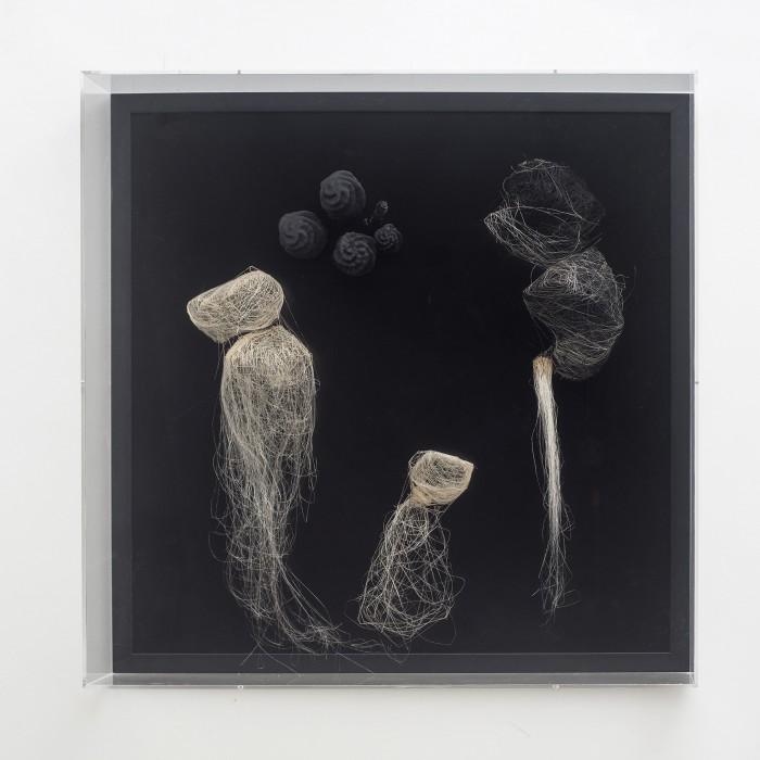 Angelo Venosa Borra, 2016 alumínio, polímeros e café 64 x 64 x 16 cm