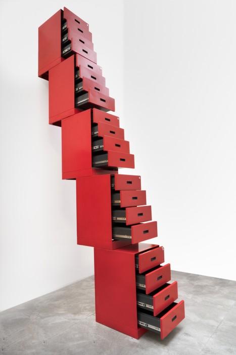 Milton Machado Pilha, 2009 gaveteiros de aço empilhados edição única 340 x 40 x 228 cm