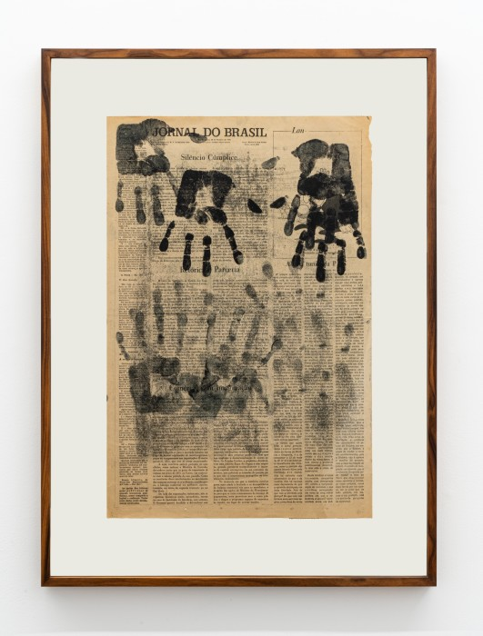 Emergências, 1976 tinta de carimbo sobre jornal 58 x 38,2 cm | 22.8 x 15 in