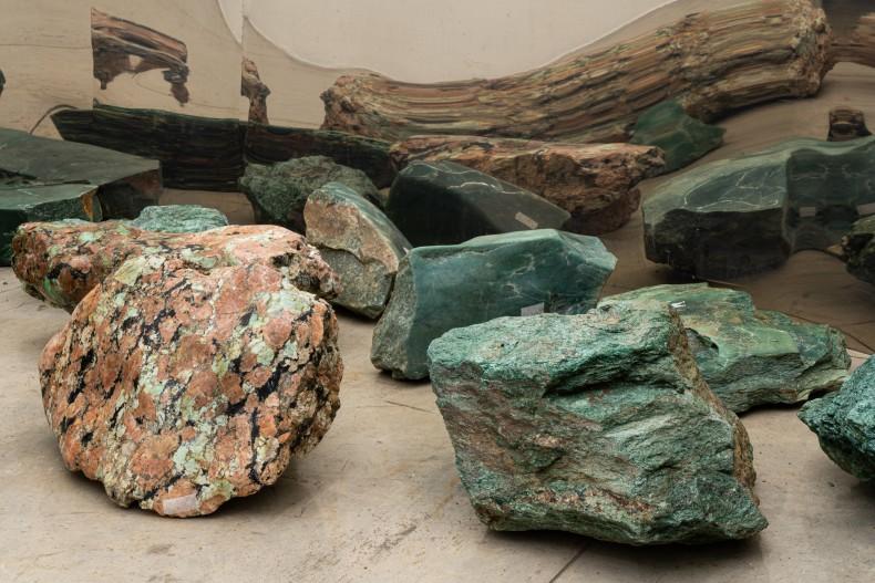 Caminho das cores do escuro, 2001 fuchsita verde 18 peças de dimensões variadas