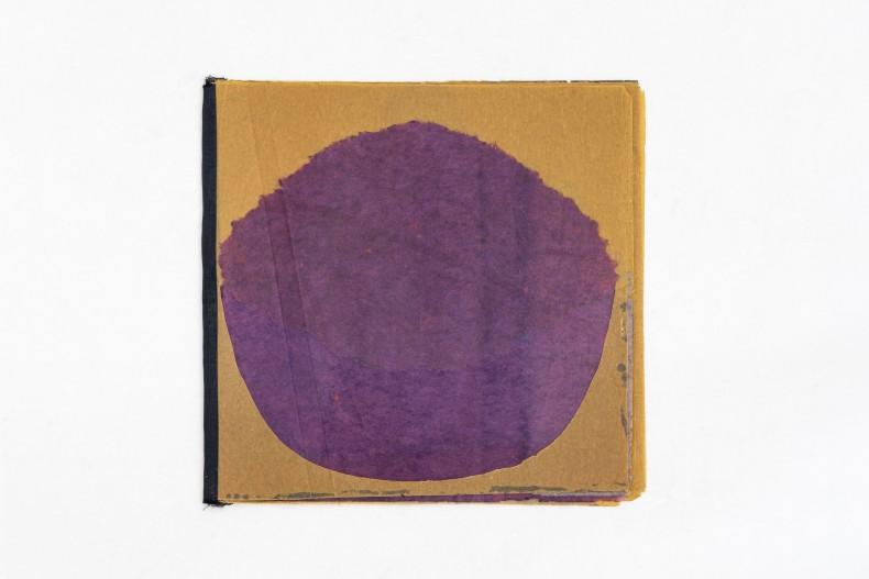 Colagem livro, 1959-63 livro-objeto em papel de seda, papel de arroz tingido e papel cartão 14,3 x 19,4 cm (fechado) | 5 folhas