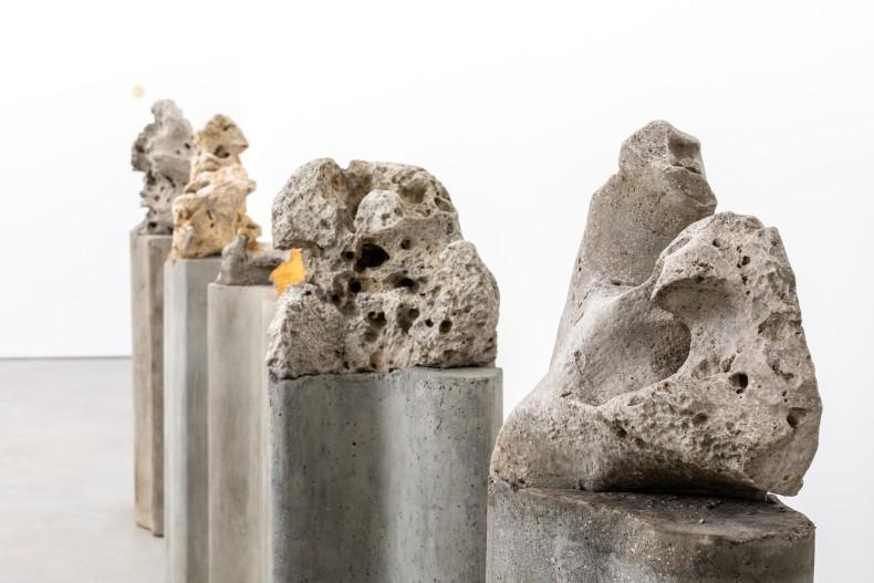 vista da exposição galeria nara roesler | nova york, 2021 foto © charles roussel