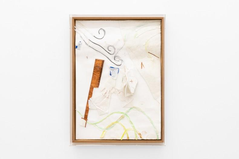 Karin Lambrecht Vento, montanhas enlaçados, 2015 cetim laranja, pastel seco, feltro branco, cruzinhas de cobre, recortes, costuras e alfinetes sobre...