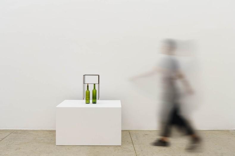 Raul Mourão Rolha # 02, 2020 aço 1020 com resina sintética e garrafa de vidro 48 x 27 x 25...