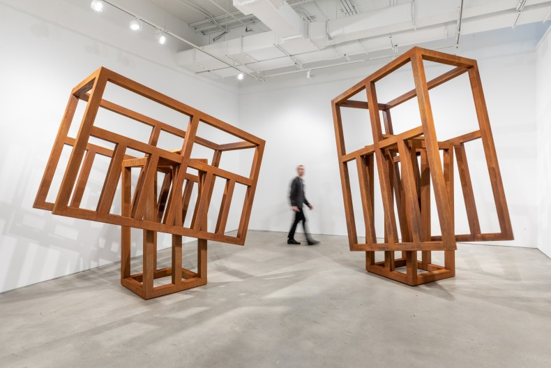 Raul Mourão: Empty Head – vista da exposição, Nara Roesler New York, 2021. Foto: ©️Charles Roussel.