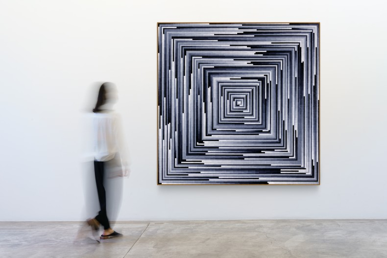José Patrício Circuito tonal em progressão crescente II, 2019 peças de quebra-cabeças de plástico sobre madeira 190 x 190 x...