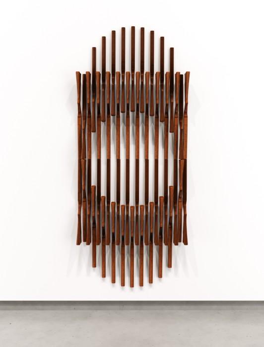 Marco A. Castillo Iván (Circle), 2021 madeira mogno 250 x 86,4 x 17 cm
