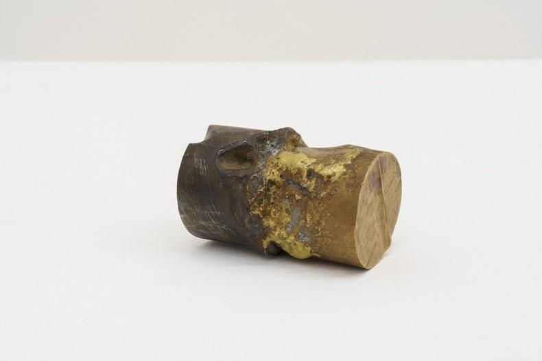 Adriano Machado Instrumento utópico 01, 2021 bronze e ferro fundido 3 x 6 cm