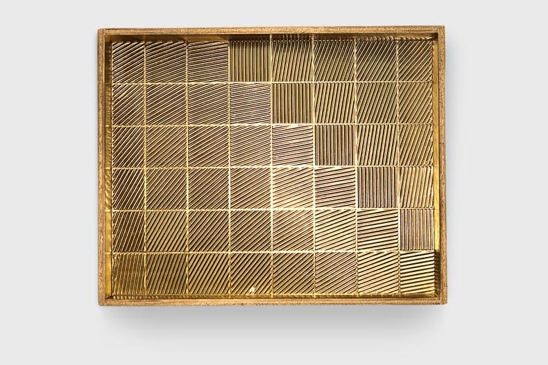 Heinz Mack Sem título, 1977 alumínio anodizado, madeira e acrílico 37,5 x 47,5 cm