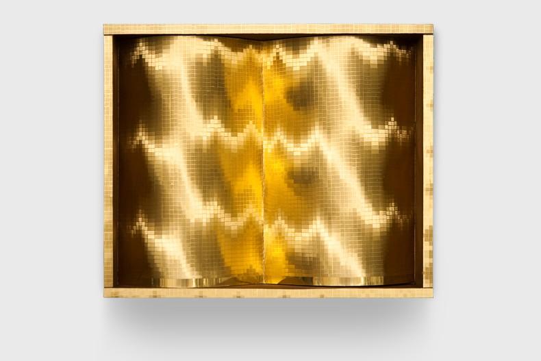 Heinz Mack Sem título, 1977 folha de alumínio sobre papel, madeira e acrílico 33 x 40 x 8 cm