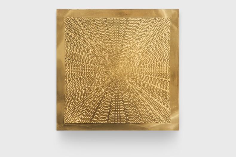 Heinz Mack Radiation, 1970 alumínio dourado 35 x 35 cm