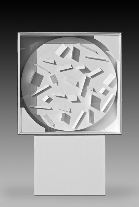 Heinz Mack Rotor for Light and Shadow, 1966/2010 madeira, acrílico, cartão e motor 102 x 102 x 20 cm |...
