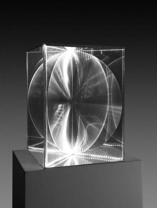 Heinz Mack Transparency and Radiance, 2009 acrílico, lentes Fresnel e eletricidade 63 x 44,5 x 44,5 cm