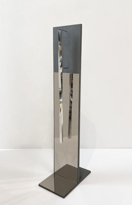 Heinz Mack Sem título, 1958 madeira, espelho, alumínio e aço inox 122 x 25 x 40 cm | Suporte: 2...