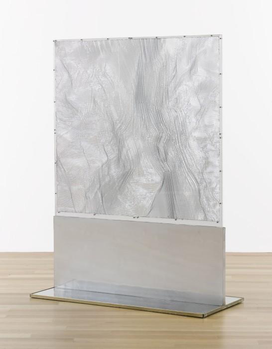 Heinz Mack Veil of Light, 2002 alumínio, acrílico e aço inox 172 x 132 x 62 cm | Suporte: 2,5...