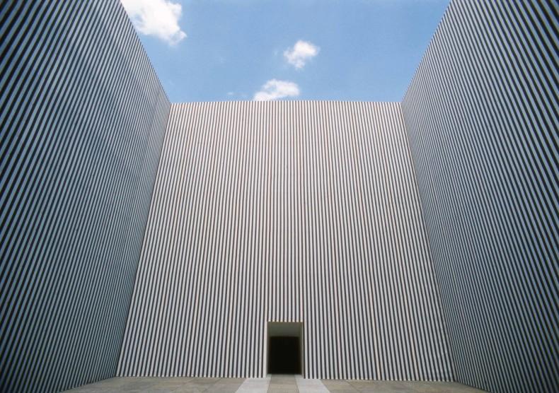 photo-souvenir: le cube décentré, , 1990