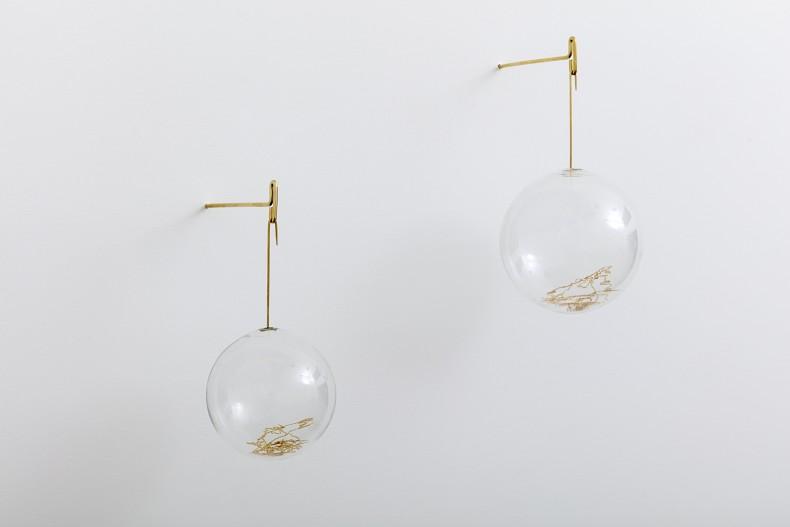 Morro Mundo Mundo # 1, 2018 vidro de borosilicate, latão banhado a ouro ø 13 x 20 cm Morro Mundo...