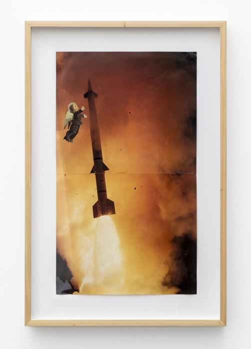 León Ferrari Sem título, da série Releituras da Bíblia, 1987 colagem de bomba atômica e anjo sobre papel 46,7 x...