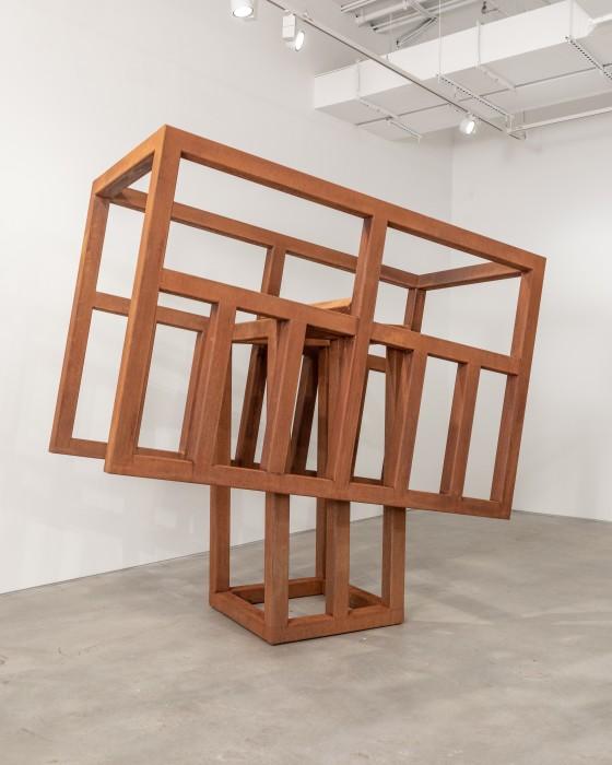 Raul Mourão Rebel # 04, 2021 aço corten 245 x 250 x 125 cm