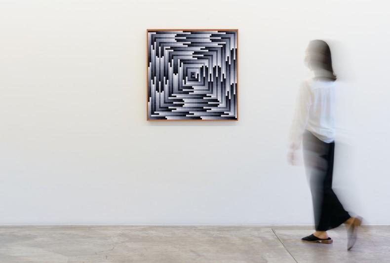 José Patrício Circuito tonal VII, 2019 peças de quebra-cabeças de plástico sobre madeira 81 x 81 x 4 cm