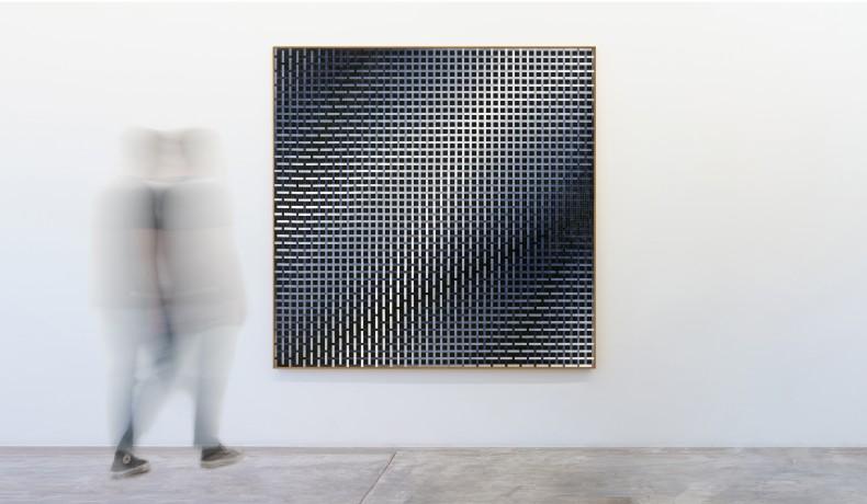José Patrício Tramas tonais V, 2020 peças de quebra-cabeças de plástico sobre madeira 190 x 190 x 4 cm