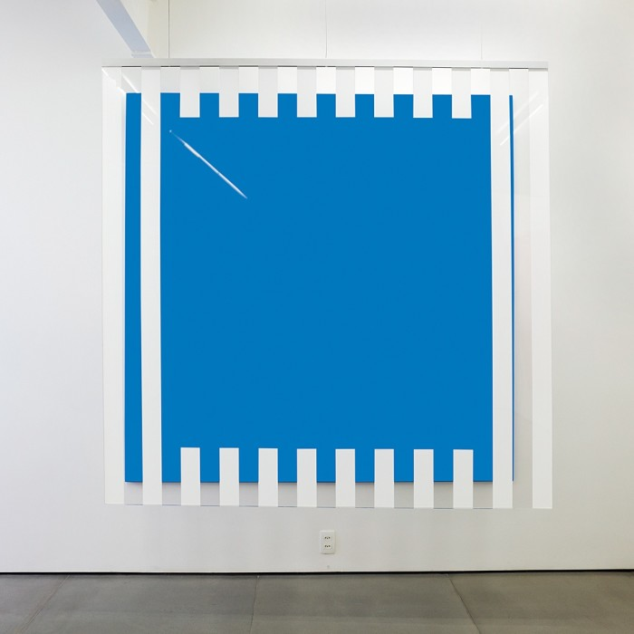 daniel buren, cores, luz, projeção, sombras, transparência: obras situadas blue, 2015
