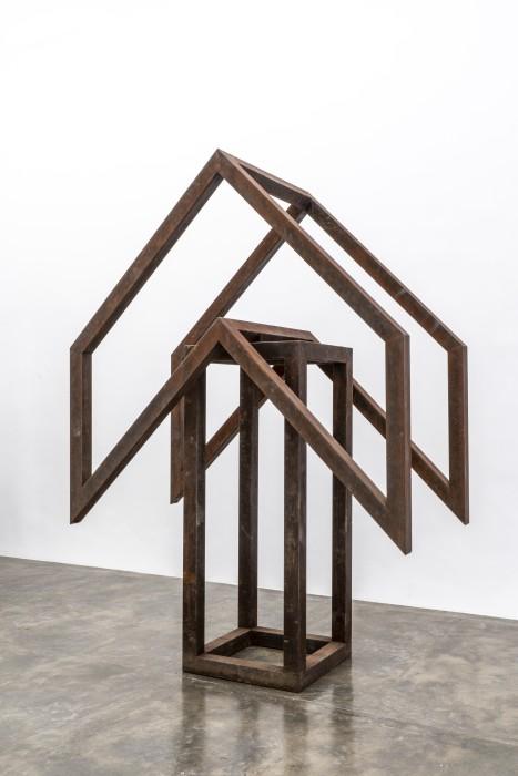 Raul Mourão Seta [Arrow], 2018 corten steel 280 x 200 x 100 cm