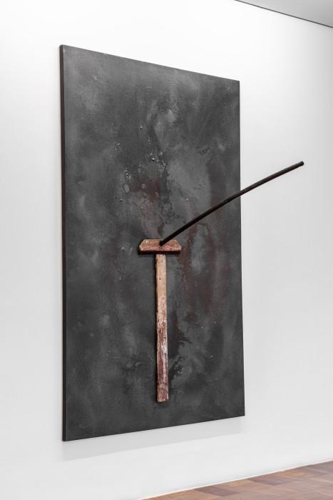 Antonio Dias Sem título/Untitled, 1985 grafite, madeira e borracha sobre tela graphite, wood and rubber on canvas 194 x 129 x 109,5 cm 76.4 x 50.8 x 43.1 in