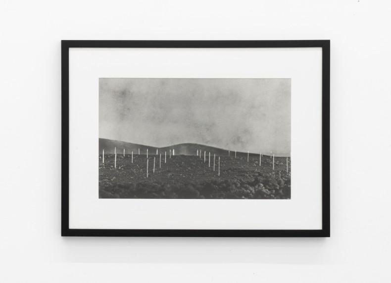 Vik Muniz Earthworks Brooklyn: Brooklyn, NY (Lightning Field, a partir de Walter de Maria), 1999/2013 c-print digital / digital c-print...