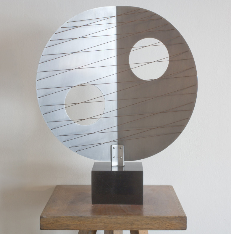 <span class=%22title%22>Disc with Strings (Moon)<span class=%22title_comma%22>, </span></span><span class=%22year%22>1969</span>