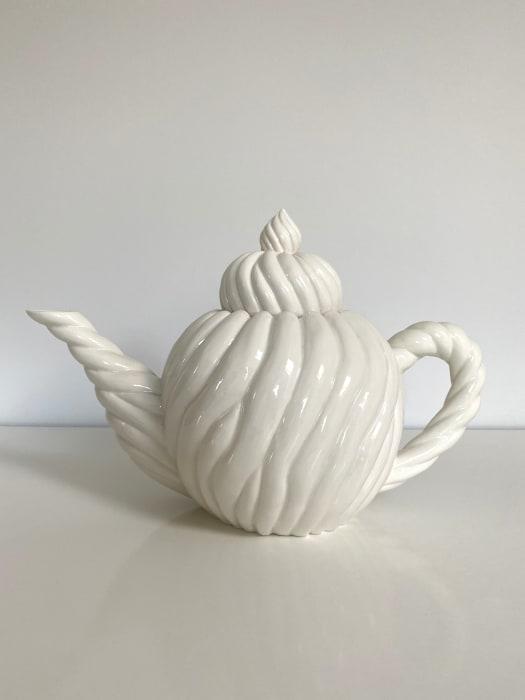 Ikuko Iwamoto, Spiral Mofu Mofu Teapot, 2021