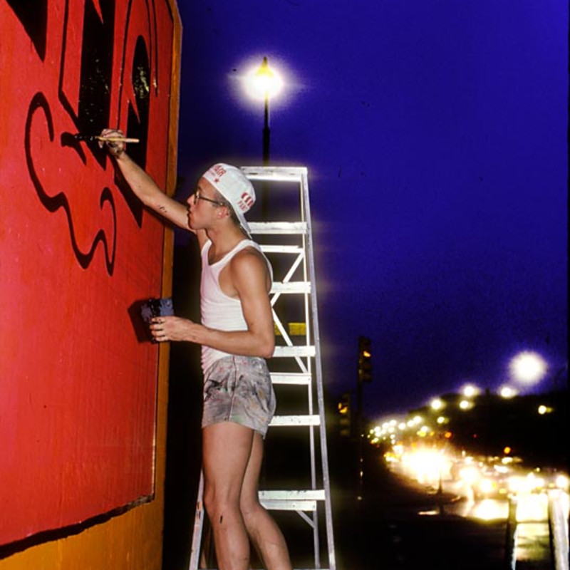 Martha Cooper, Keith Haring painting the Bowery Wall (Night)