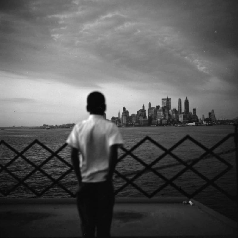 Vivian Maier New York, NY Tirage gélatino-argentique, posthume 30,4 x 30,4 cm Dim. papier: 40,6 x 50,8 cm