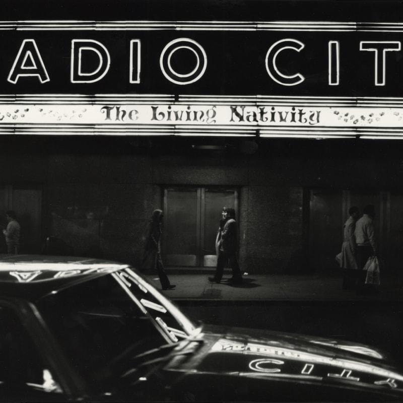Tom Arndt Radio City, New York Tirage gélatino-argentique postérieur, réalisé par l'artiste 30,6 x 45,1 cm Dim. papier: 40 x 50 cm