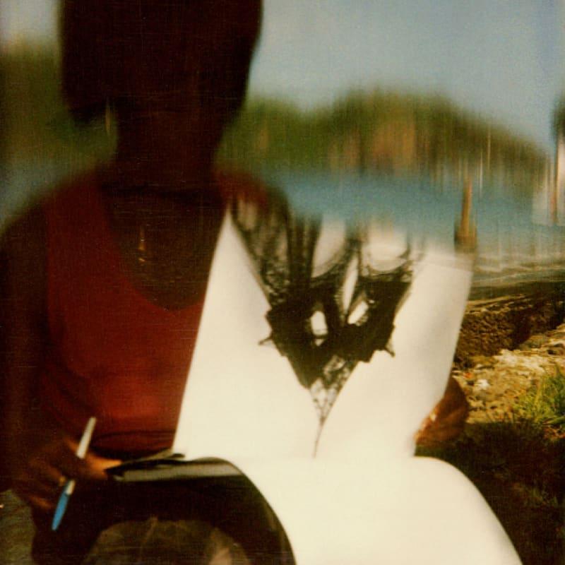 Rodolf Hervé Photo avec dépliant de la Tour Eiffel Tirage sur papier Pearl d'Hahnemühle d'après Polaroïd Dim. papier: 45 x 50 cm
