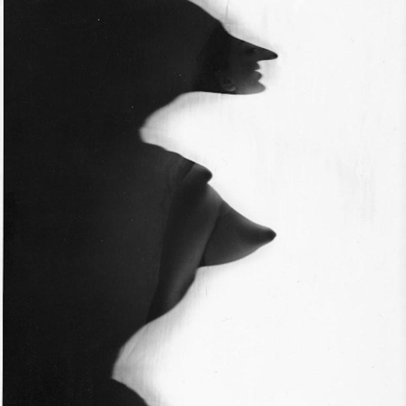Erwin Blumenfeld New York Tirage gélatino-argentique d'époque, réalisé par l'artiste 35,2 x 28 cm Dim. papier: 35,2 x 28 cm