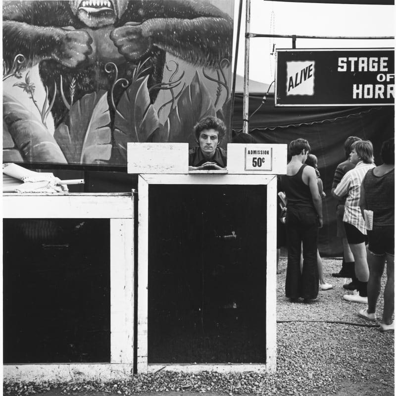 Tom Arndt Ticket taker, Minnesota State Fair, St. Paul, Minnesota Tirage gélatino-argentique postérieur, réalisé par l'artiste 23,8 x 24,2 cm Dim. papier: 27,9 x 35,3 cm