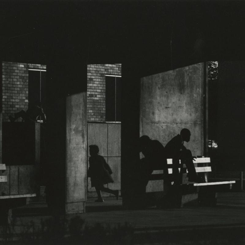 Ray K. Metzker Chicago - Non Loop Tirage gélatino-argentique postérieur, réalisé par l'artiste 15,1 x 21,4 cm Dim. papier: 20 x 25 cm
