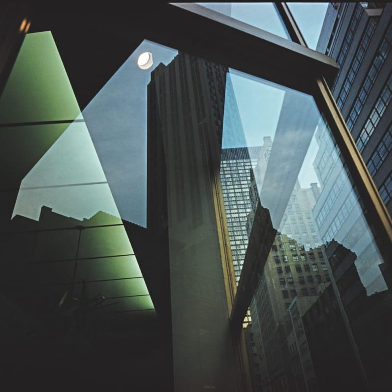 Ernst Haas Reflection, Revolving Door #2, NYC Tirage chromogène posthume 58,7 x 86,6 cm Dim. papier: 76,3 x 100 cm
