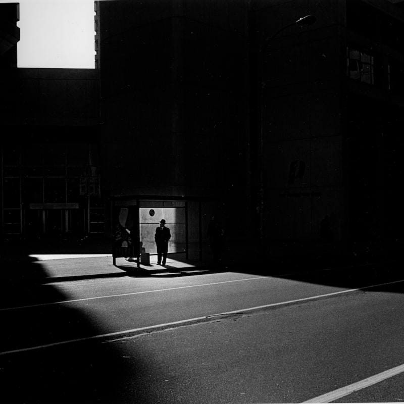 Ray K. Metzker Philadephia: City Whispers Tirage gélatino-argentique d'époque, réalisé par l'artiste 31,2 x 20,6 cm Dim. papier: 35,5 x 27,6 cm