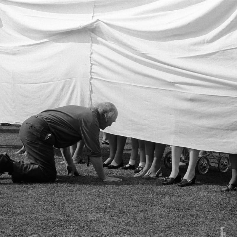 Homer Sykes Village fete, prettiest ankles competition, Marhamchurch, Cornwall Tirage gélatino-argentique postérieur sur papier Ilford Multigrade Warm Tone 35 x 23,5 cm Dim. papier: 30 x 40 cm