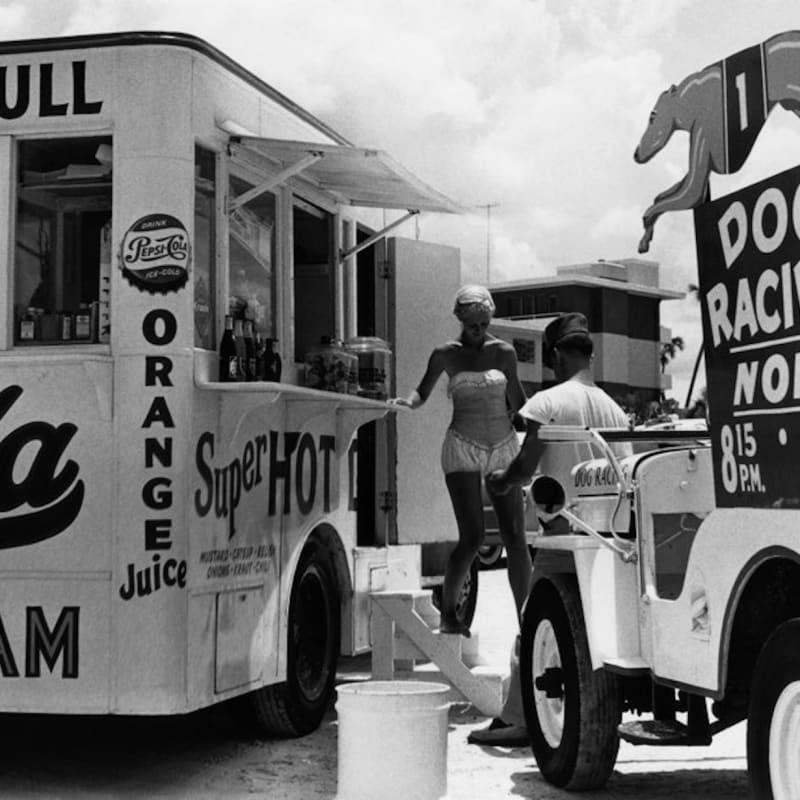 Berenice Abbott Super Hot Refreshment Stand, Florida Tirage gélatino-argentique postérieur 27,8 x 26,6 cm Dim. papier: 40,6 x 50,8 cm