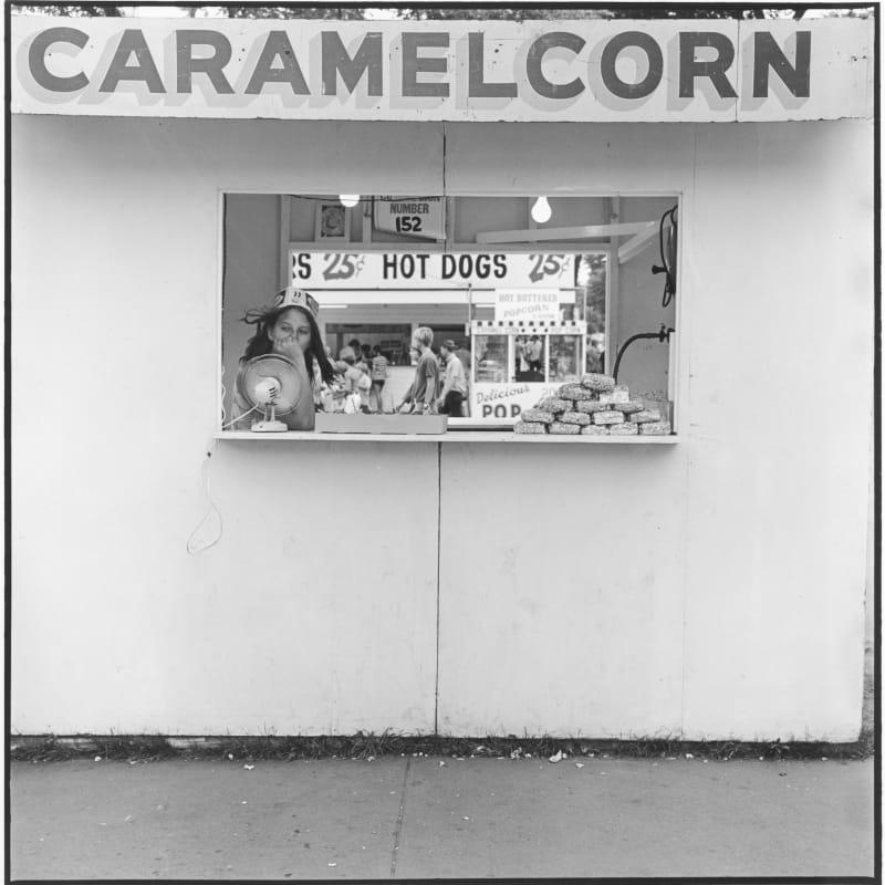 Tom Arndt Caramel Corn, Minnesota State Fair, St. Paul, Minnesota Tirage gélatino-argentique postérieur, réalisé par l'artiste 25,3 x 25,6 cm Dim. papier: 27,9 x 35,3 cm