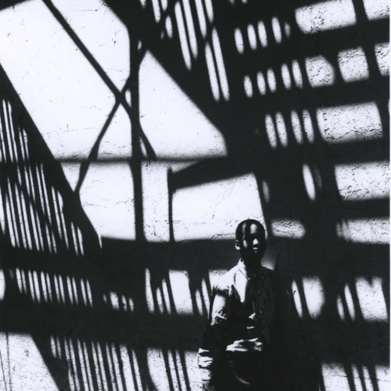 Ray K. Metzker Philadelphia Tirage gélatino-argentique postérieur, réalisé par l'artiste 9,3 x 11,5 cm Dim. papier: 20,3 x 25,4 cm