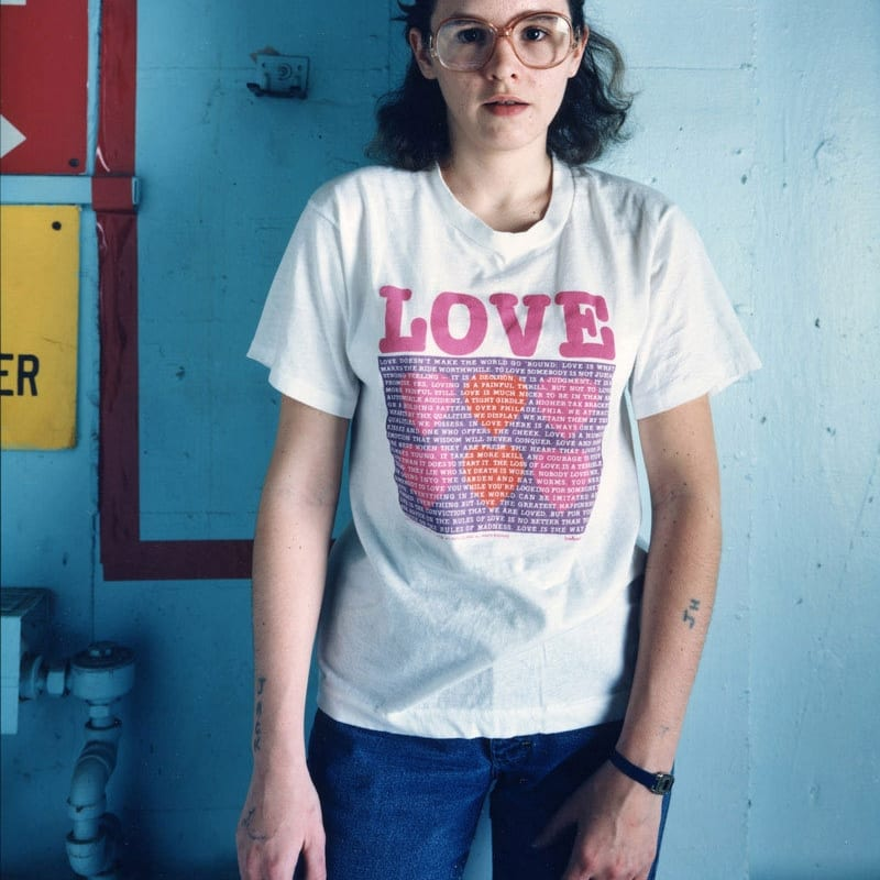 Bruce Wrighton Woman with LOVE tee and tattoo, Binghamton, NY Tirage C-print d'époque 20 x 25 cm Dim. papier: 20 x 25 cm