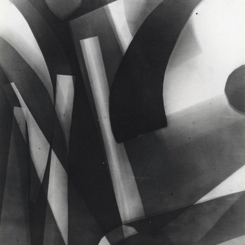 Raoul Hausmann Papiers pliés, Limoges Rayogramme, tirage gélatino-argentique d'époque 18 x 24 cm Dim. papier: 18 x 24 cm