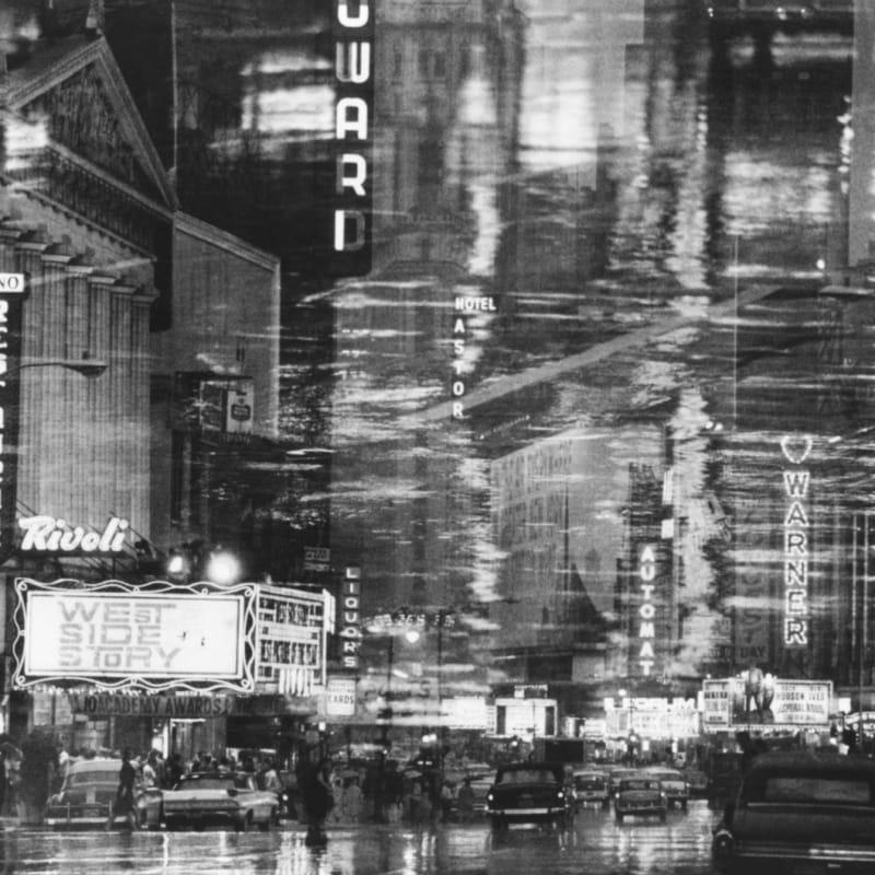 Ernst Haas Times Square reflections, NY Tirage gelatino argentique d'époque 15,8 x 23,7 cm Dim. papier: 20 x 25 cm